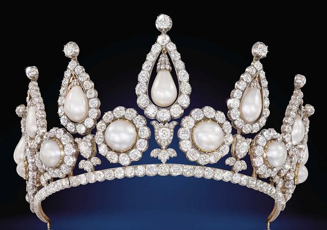 tiara cu perle regala