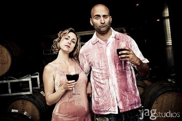 trash the dress cu vin rosu