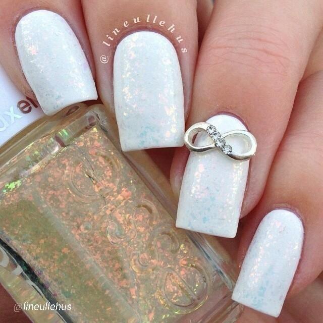 unghii mireasa albe simple