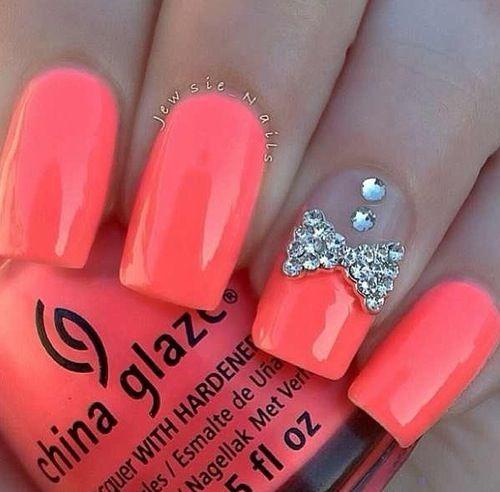 unghii roz cu pietre