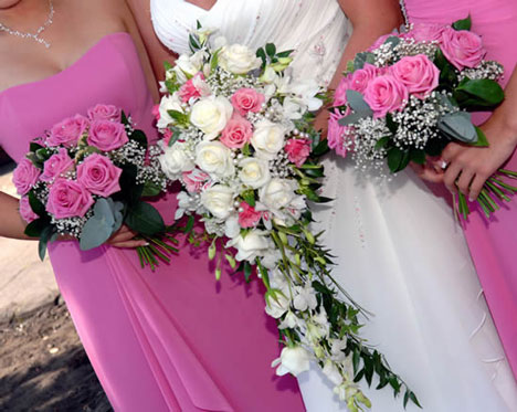 buchet din trandafiri pentru mireasa si nasa