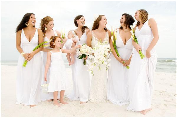 Rochii pentru domnisoarele de onoare pentru nuntile pe plaja