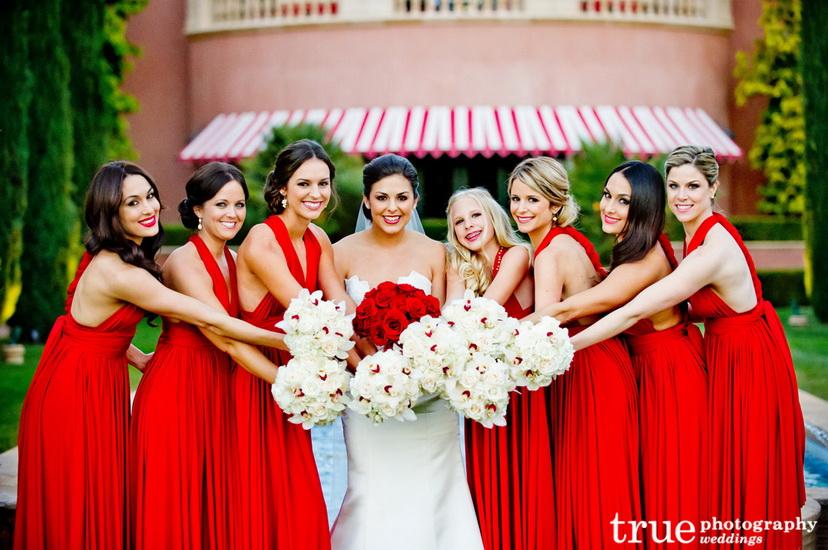 Rochii rosii pentru domnisoare de onoare