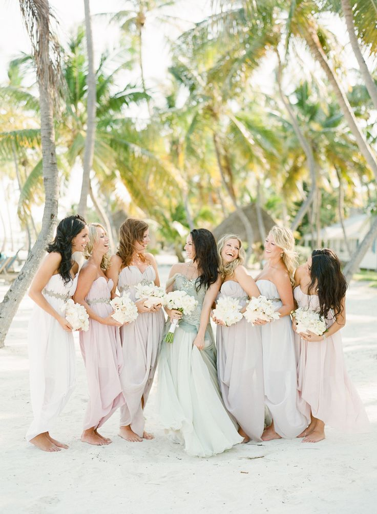domnisoare de onoare la nunta pe plaja