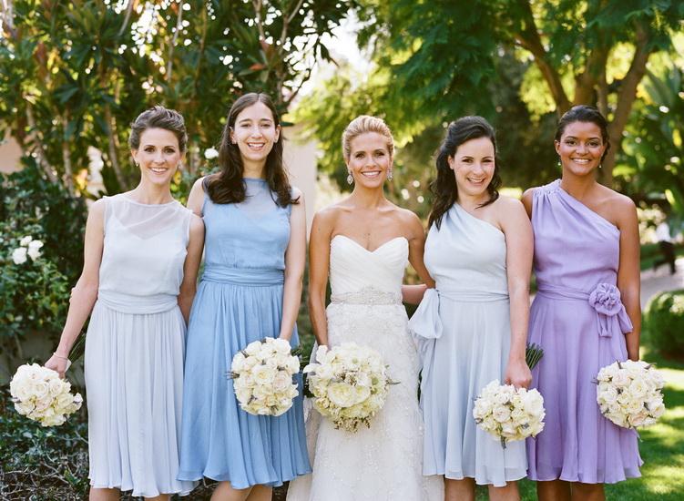 domnisoare onoare in rochii cu nuante de albastru