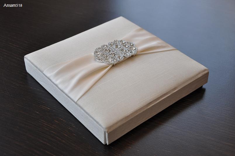 invitatie de nunta in cutie cu matase