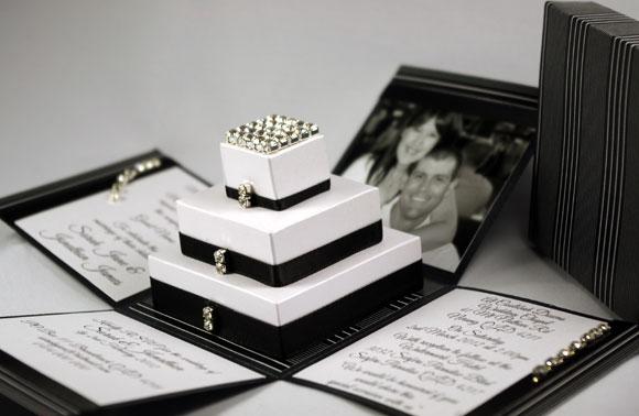invitatie de nunta in cutii alb cu negru