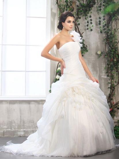 rochie mireasa cu model deosebit