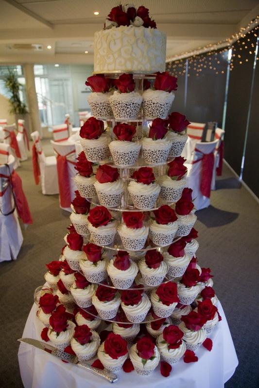 tort cupcake pentru nunta