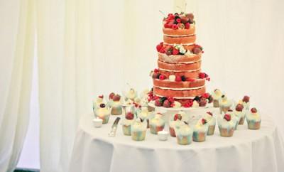 tort de nunta cu fructe