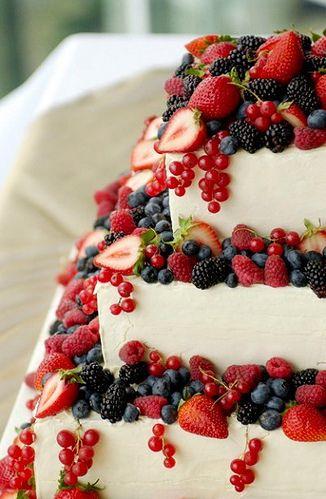 tort de nunta cu fructe de padure