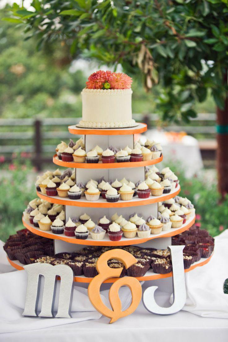 tort de nunta din cupcakes