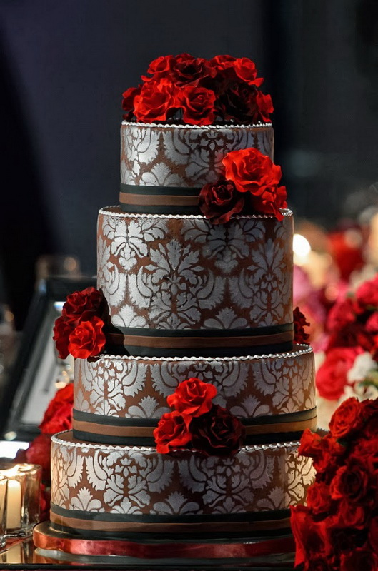 tort mireasa elegant cu rosu