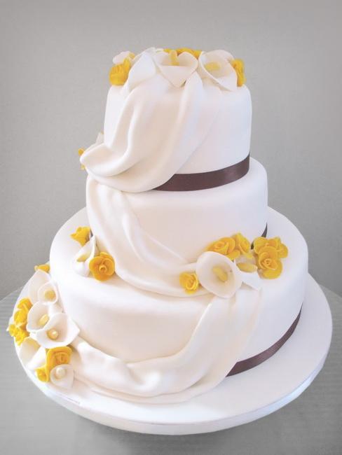model de tort cu martipan pentru nunta