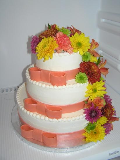 tort-de-nunta-cu-flori-naturale