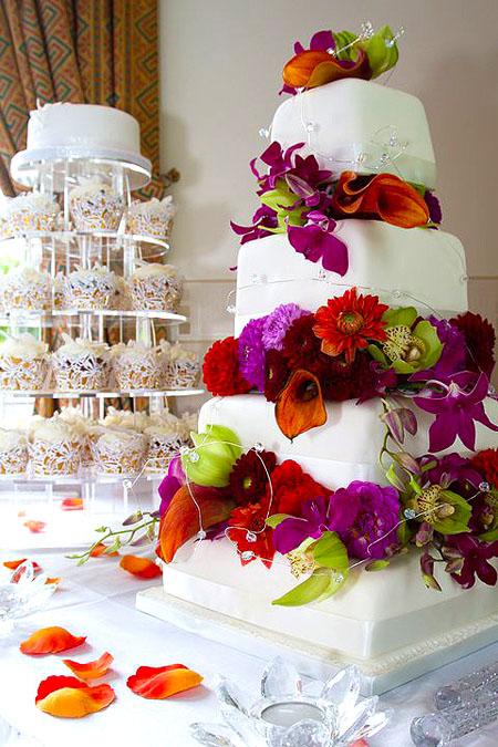 tort deosebit cu flori