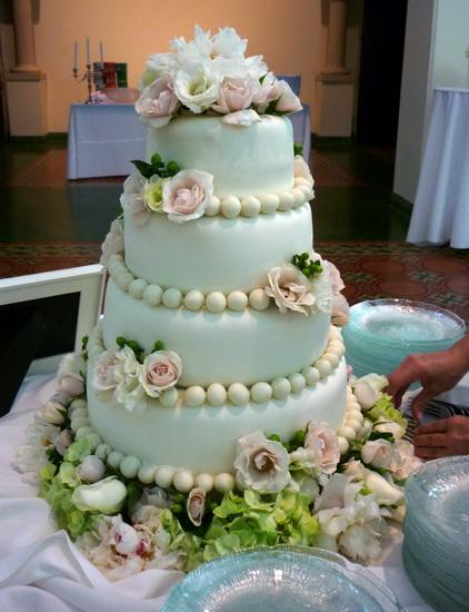 tort elegant cu flori