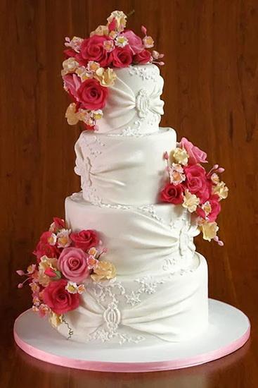 tort pentru nunta cu flori