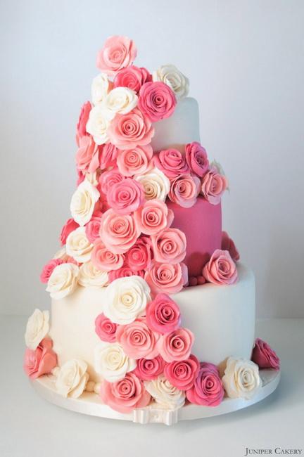 tortul miresei cu partipan si trandafiri