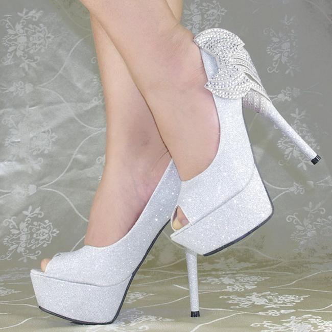 Modele De Pantofi De Mireasa Cu Platforma La Moda In 2019 Mireasa