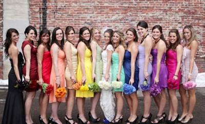 9 lucruri ce trebuie sa le luati in considerare cand va alegeti domnisoarele de onoare