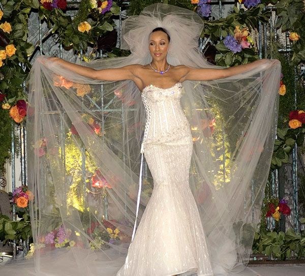 rochie mireasa Martin Katz Jewelers și Renee Strauss