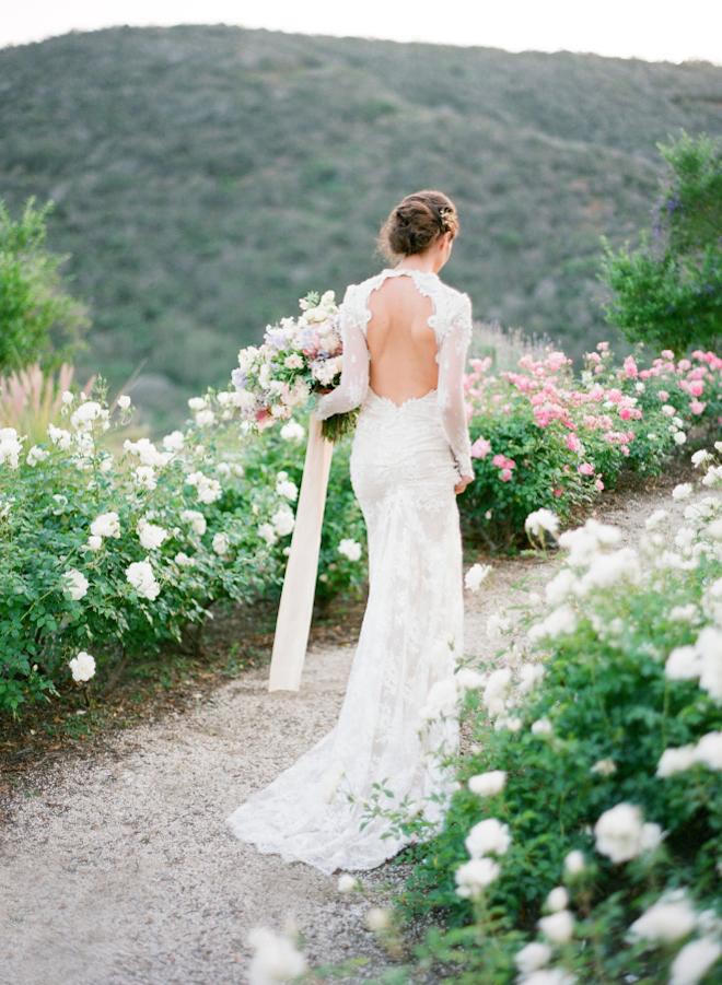 rochie mireasa cu spatele gol pentru primavara