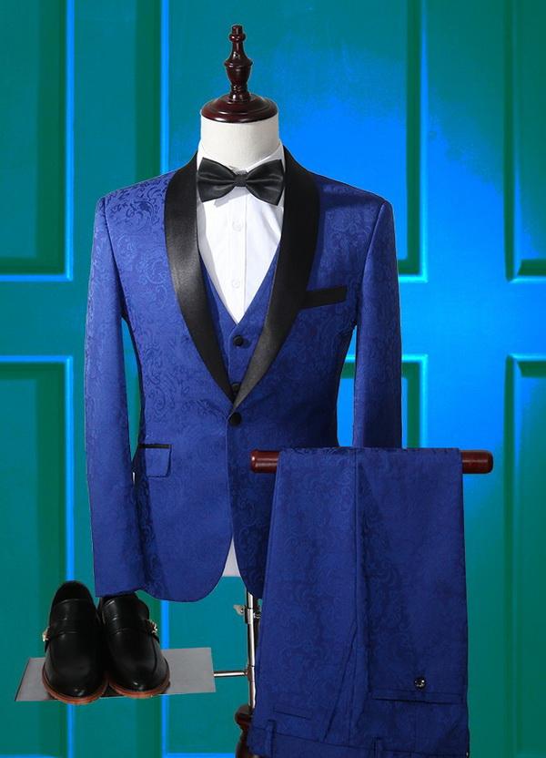 costum albastru cu paion pentru mire