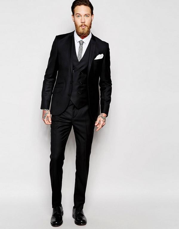 Costum negru cu vesta mire