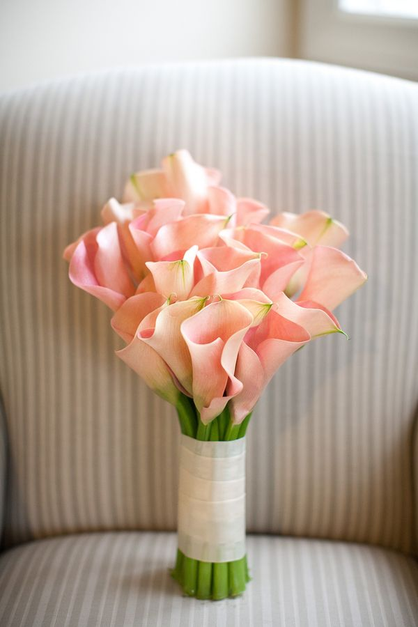 buchet mireasa cu cale roz