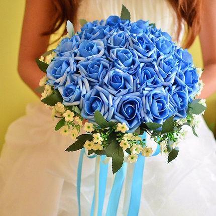 buchet mireasa cu flori albastre