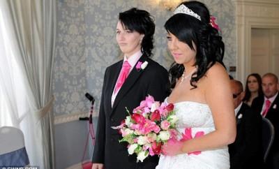 Și-a părăsit logodnicul și s-a căsătorit cu domnișoara de onoare