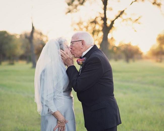 Acest cuplu a așteptat 70 de ani pentru a face pozele de nuntă 7