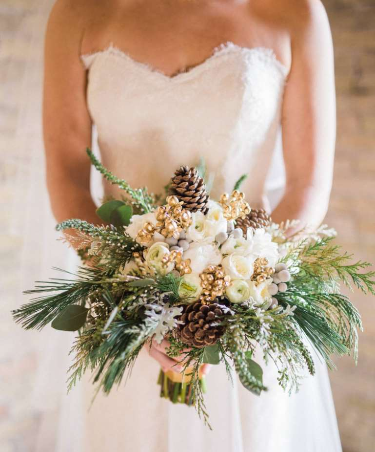buchet cu flori de iarna pentru mireasa