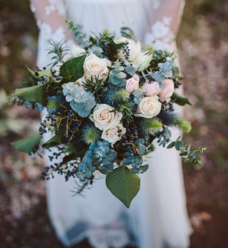 buchet mireasa cu flori de iarna