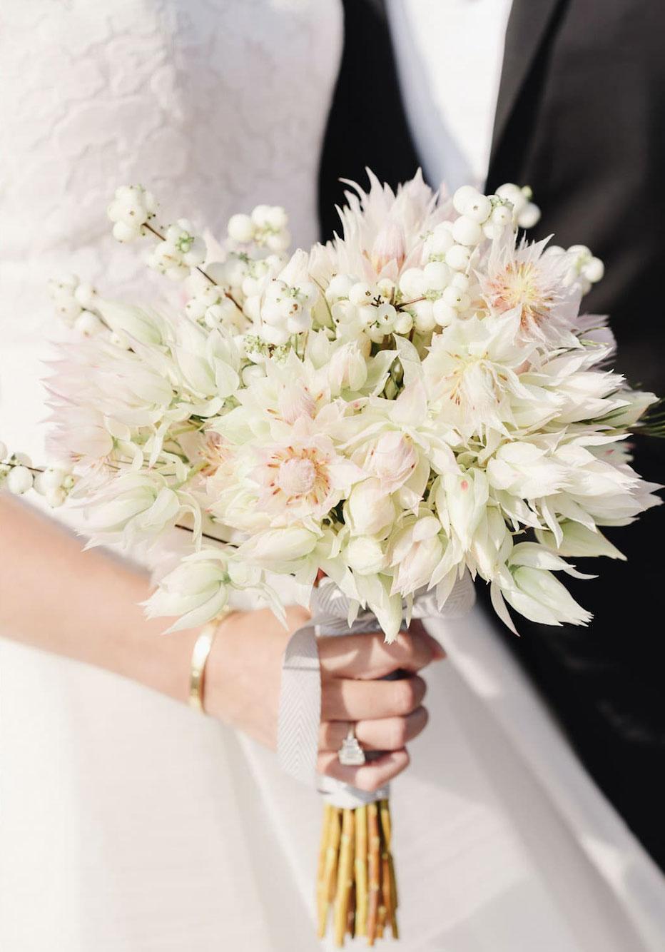 buchet-cununia-civila-din-flori-albe