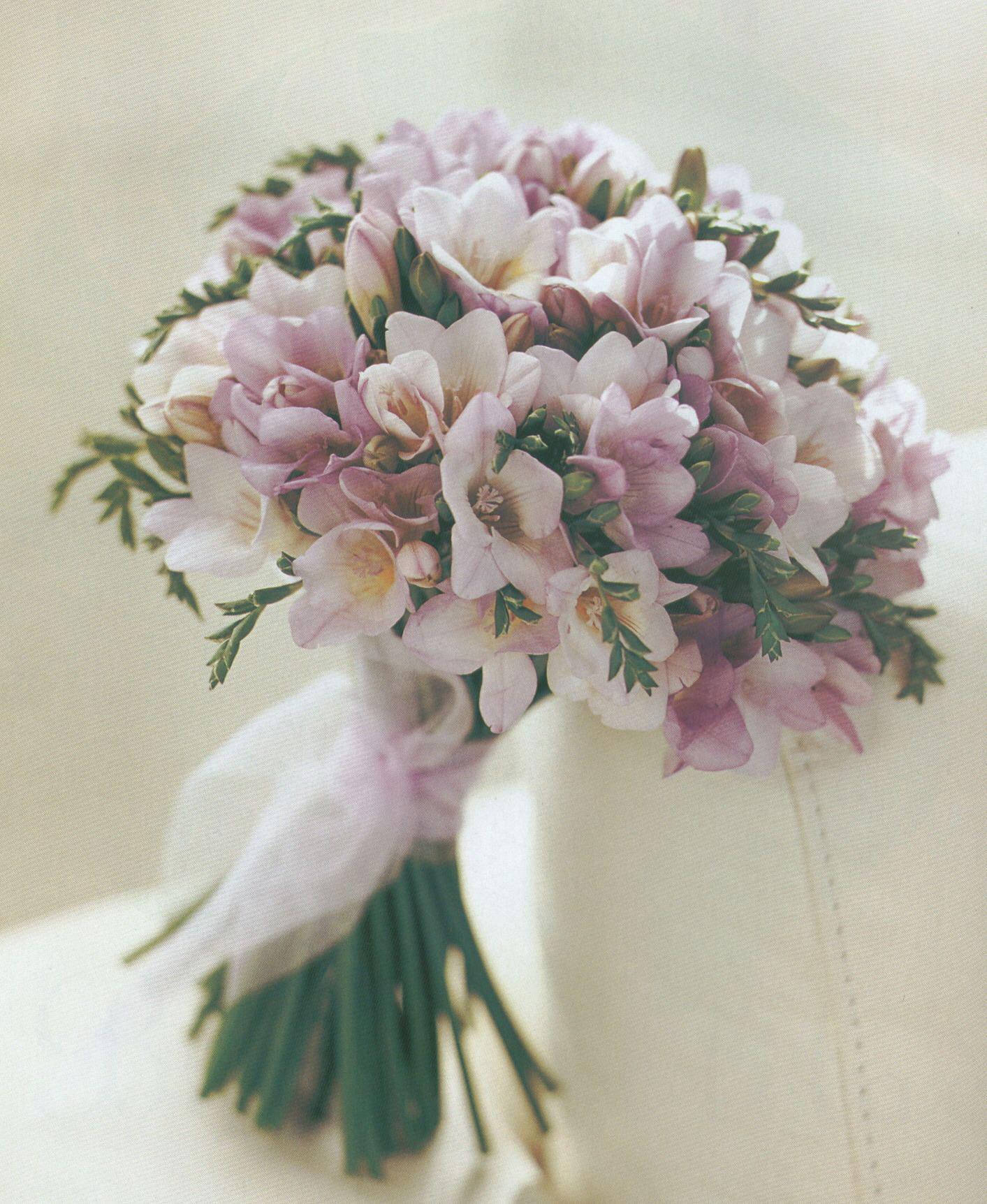 buchet-de-mireasa-cu-frezii-roz