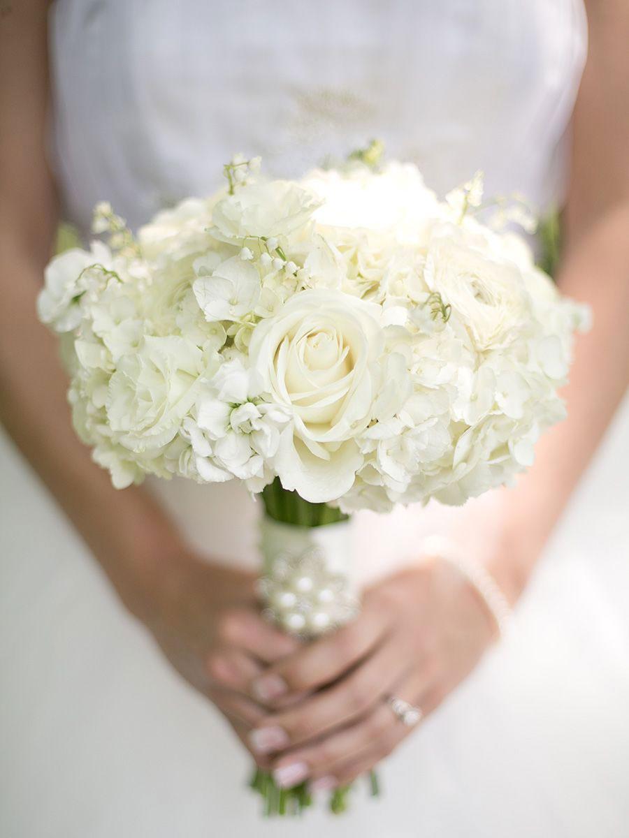 buchet-mireasa-cu-flori-albe