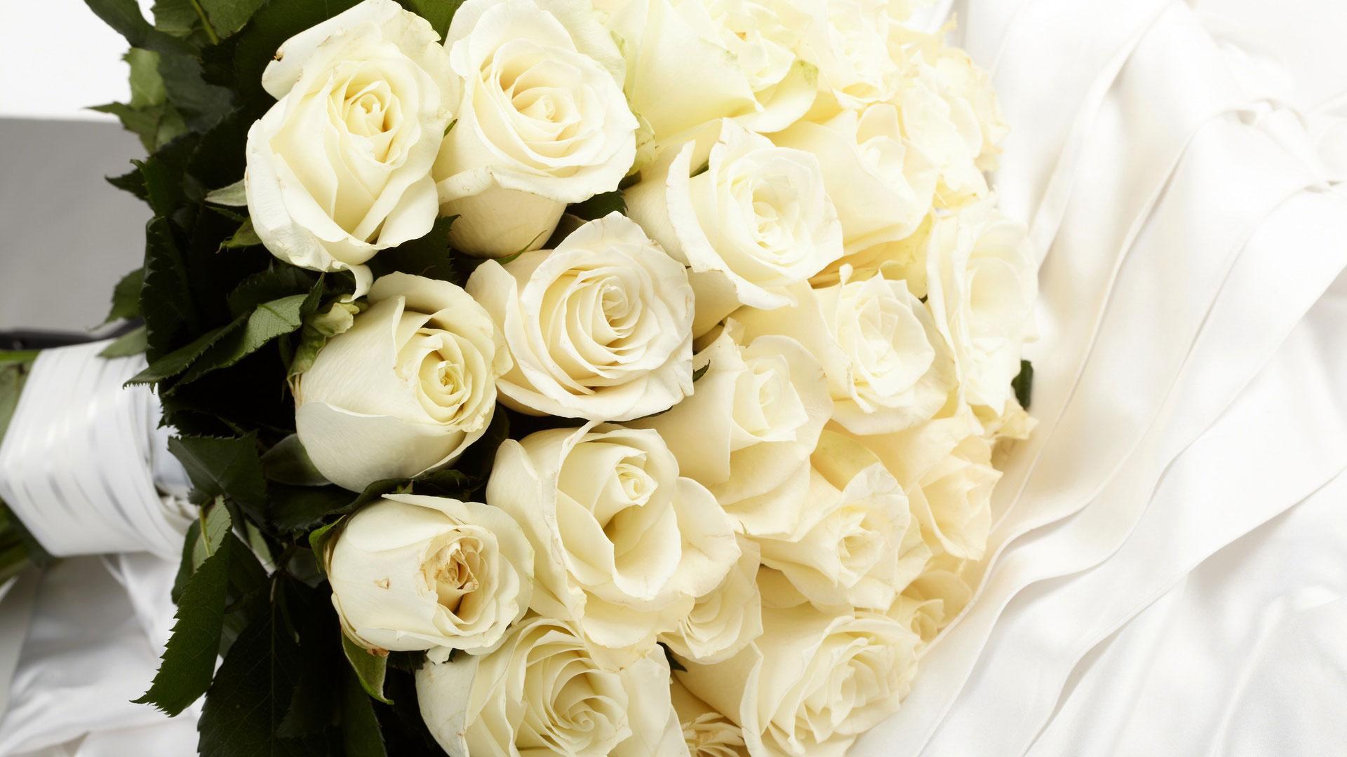 buchet-mireasa-cu-trandafiri-albi