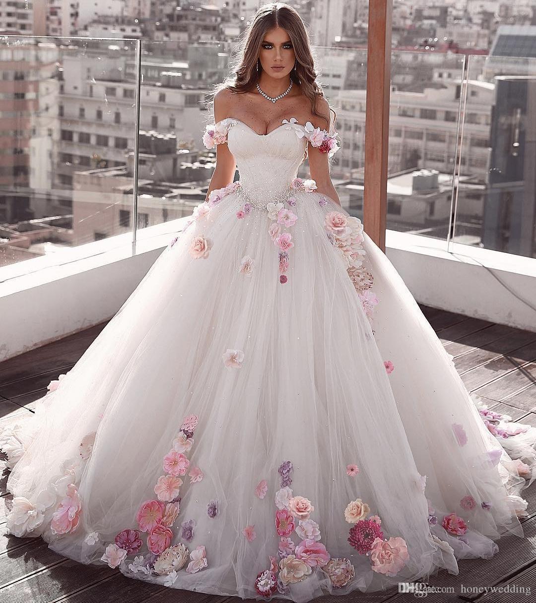 Rochie de mireasa cu aplicatii florale colorate