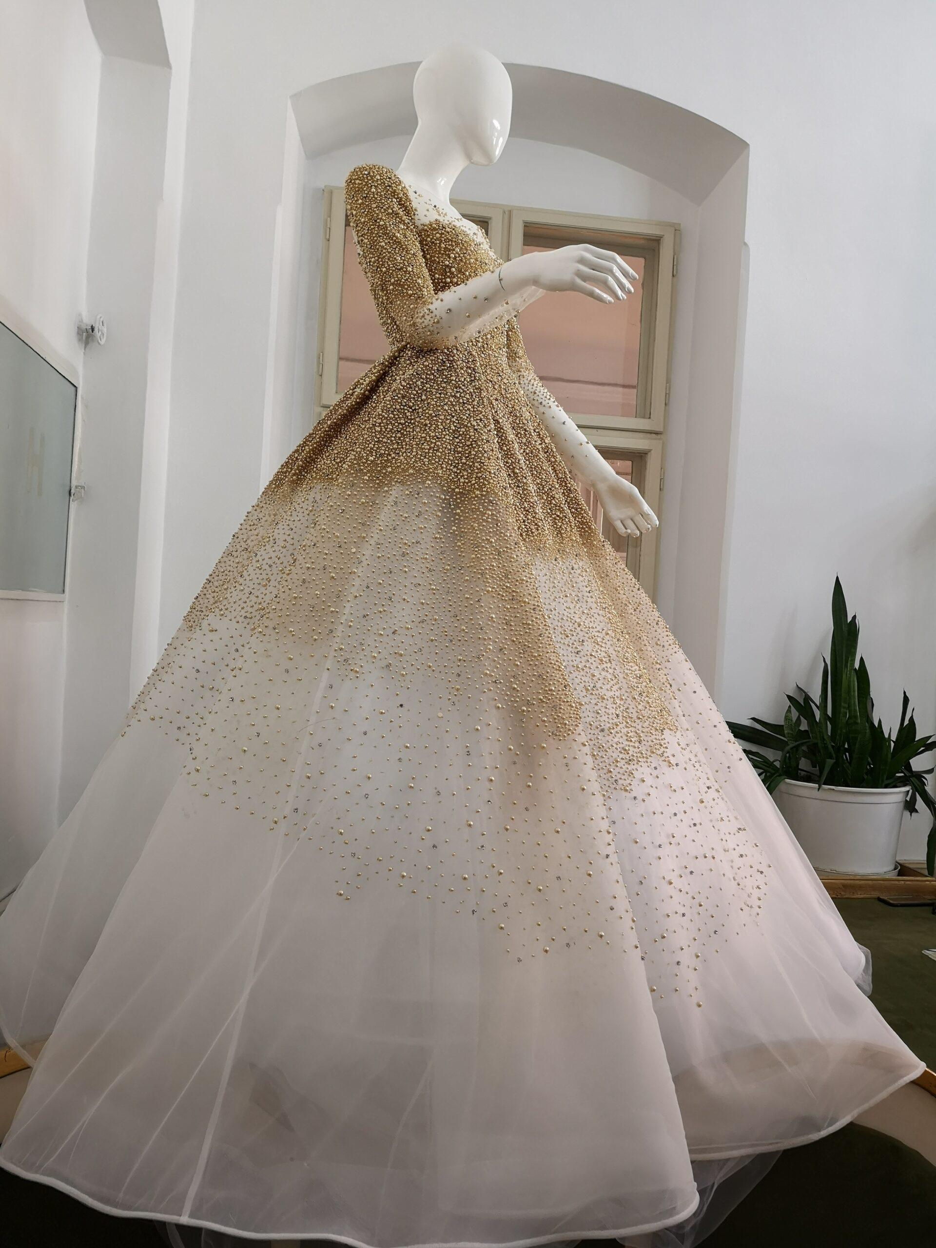 Rochie de mireasa cu perle